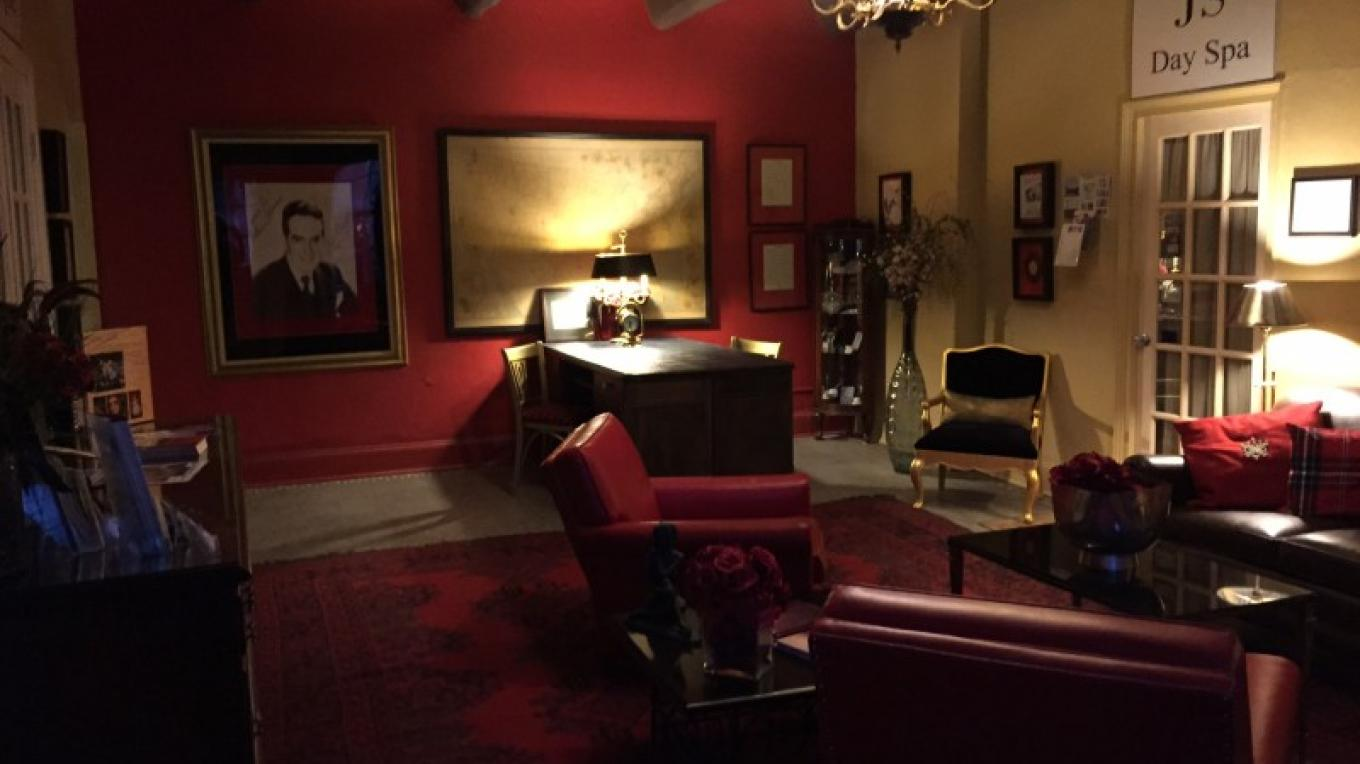 Red Room entrance to second floor offices and Spa. Dedicated to Fred Waring – Photograph by: Castle Inn