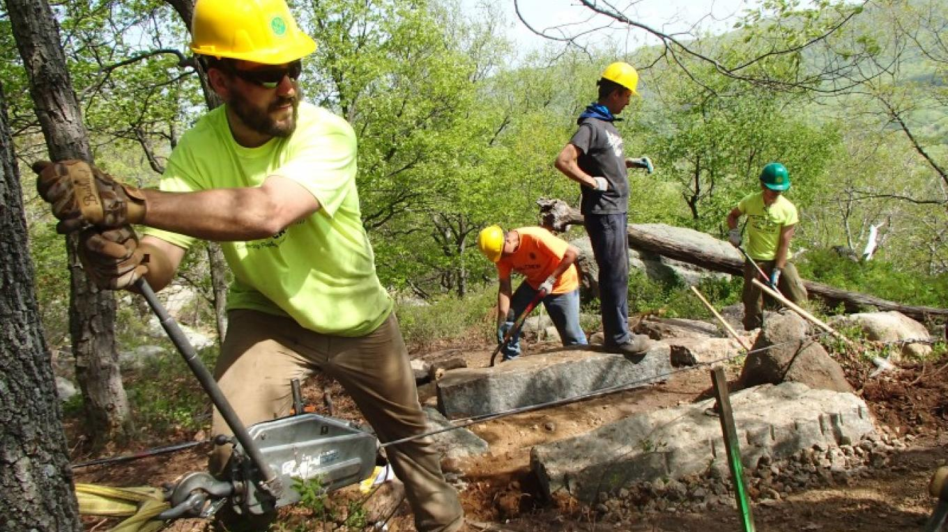 Volunteers and AmeriCorps members undertake a technical trail project. – Jerrica Lavooy