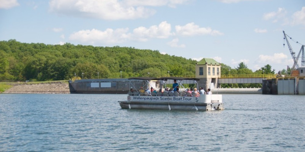 Learn about the Lake Wallenpaupack Dam on the tour. – Wallenpaupack Scenic Boat Tour