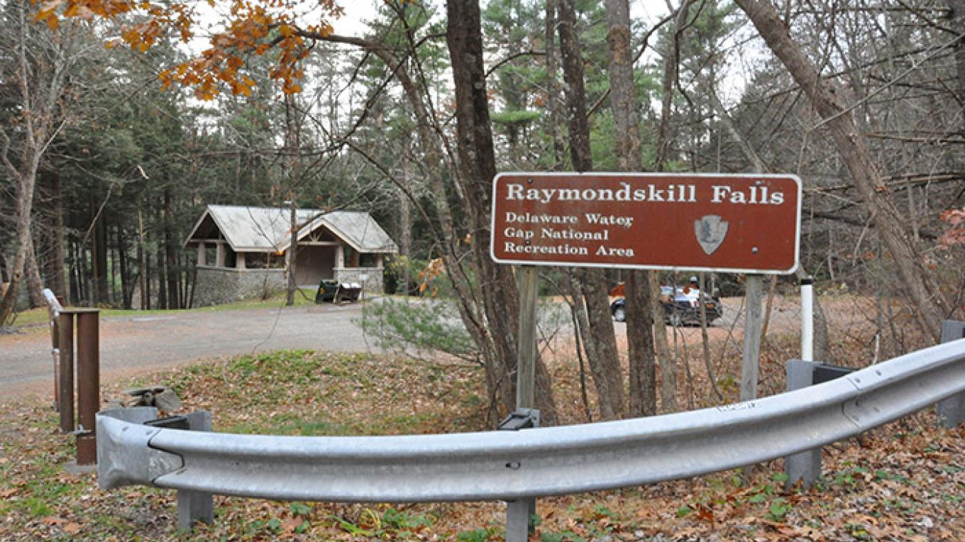 Entrance to the Raymondskill Creek Trail parking area. – National Park Service