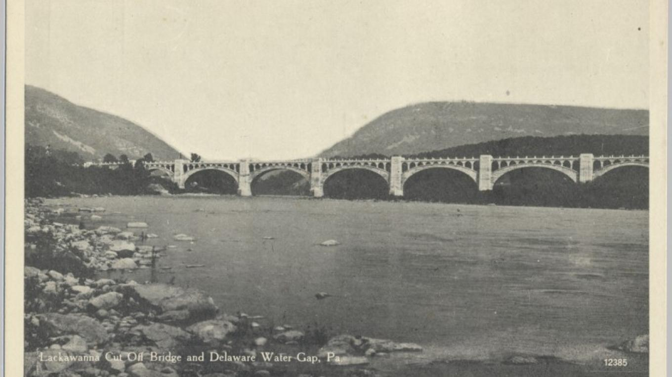 DL&W Delaware River / Slateford Junction Viaduct. It crosses the Delaware River from NJ to PA, and I-80 on the NJ side. It is 1452 feet long and 65 feet from water to railhead. It has 7 spans, 5x150' and 2x120'. – Antique postcards believed to be at least 80 years old.