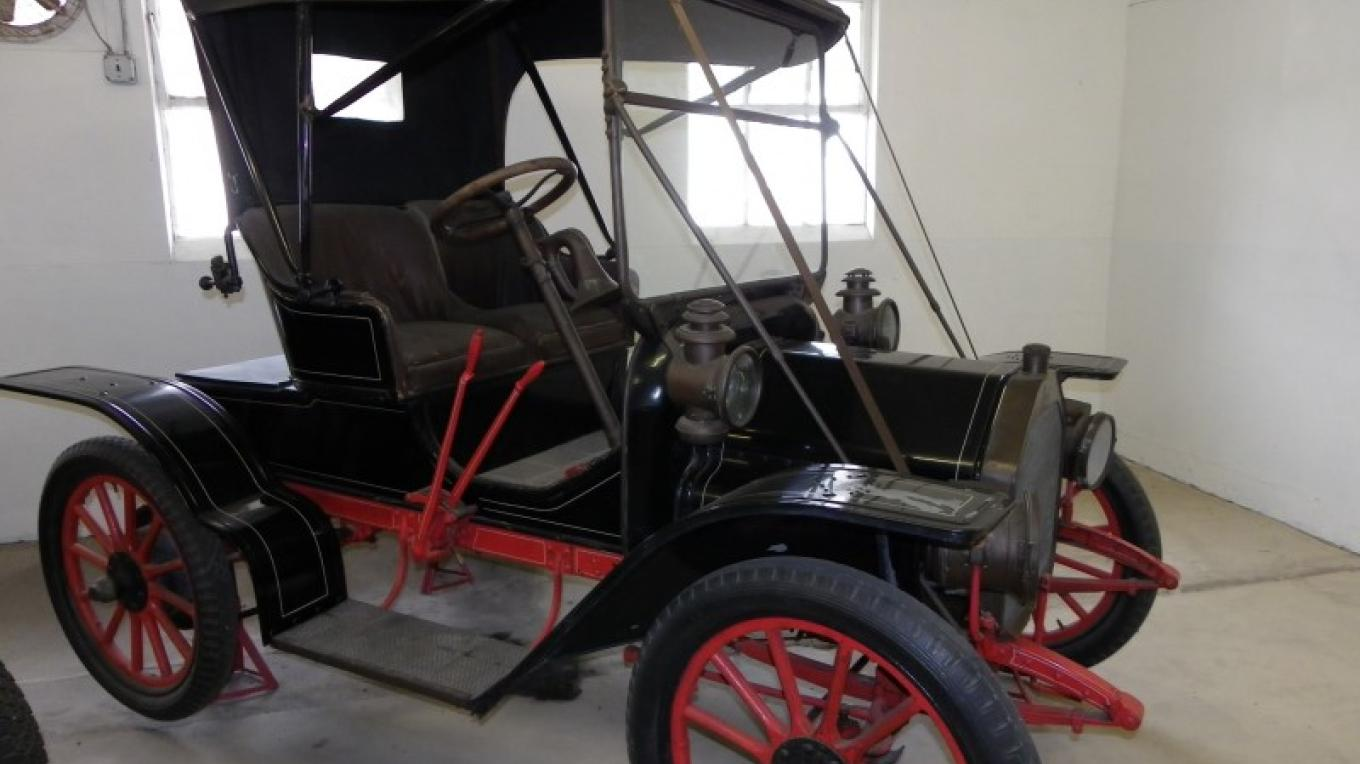 Space Farms Museum is home to over fifty restored antique cars. – Lori Space Day