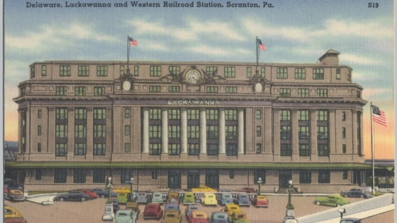 DL&W Headquarters and Station in Scranton, PA. Front facade. On various postcards the front parking lot is shown as a lawn, flower garden, or parking lot. – Antique postcards believed to be at least 80 years old.