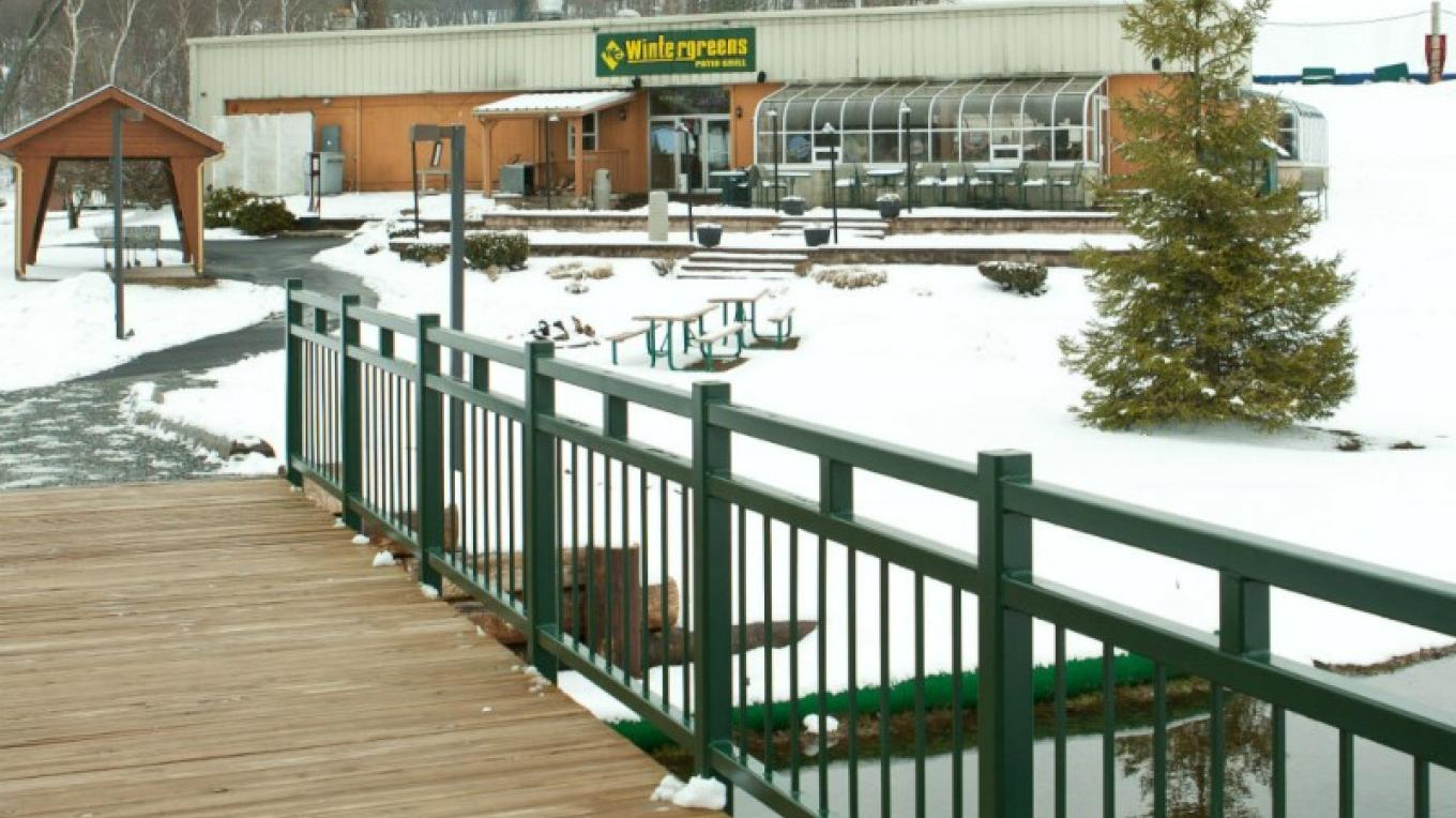 Wintergreens Patio Grill, located at the bottom of Blue Lightning Tubing, White Lightning Tubing and the Fernwood Golf Course, offers year-round weekend entertainment, movies in summer on the Great Lawn, and Trivia Nights. – David Coulter