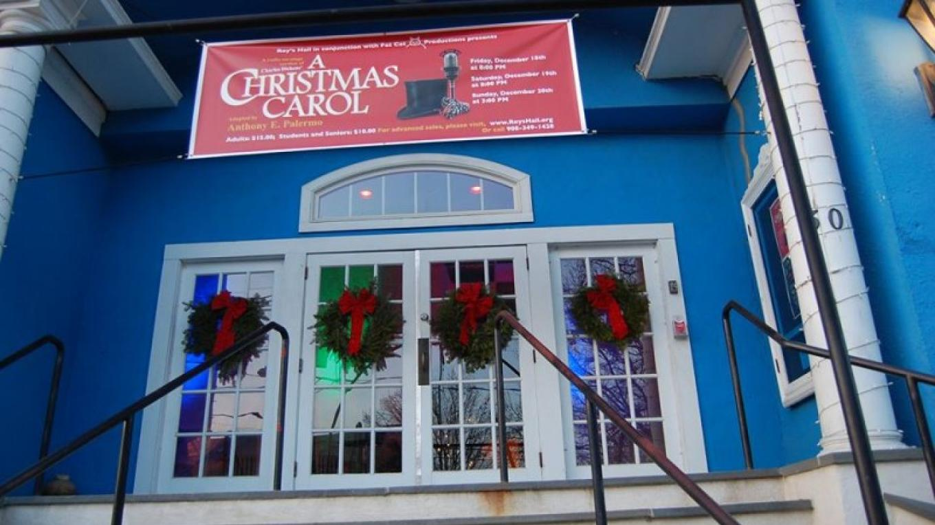 """A Christmas Carol"" was performed to the delight of theatergoers in 2015 – Christine Beegle"