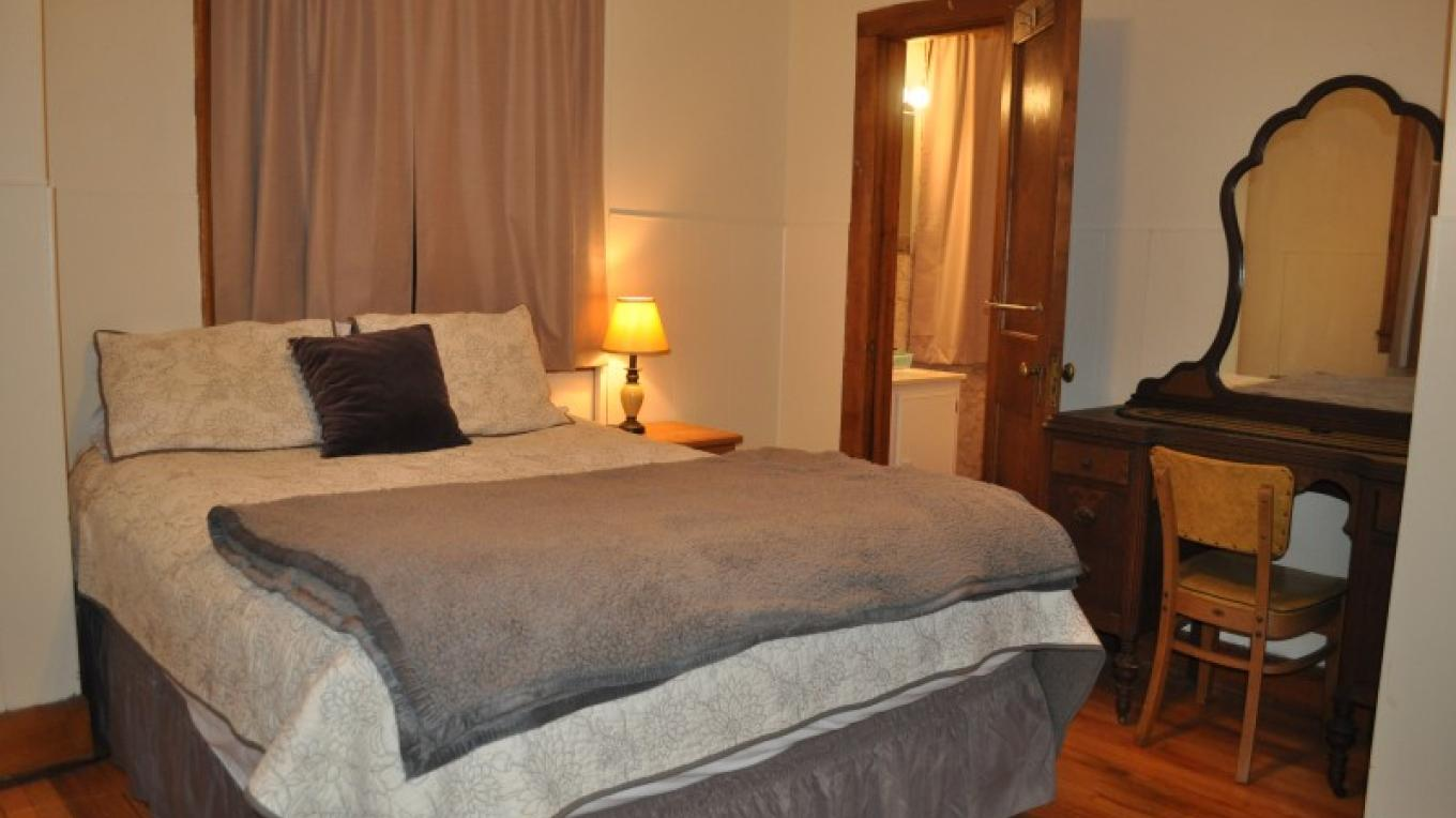 Standard queen bedroom with private bath, HDTV with cable service, free WiFi