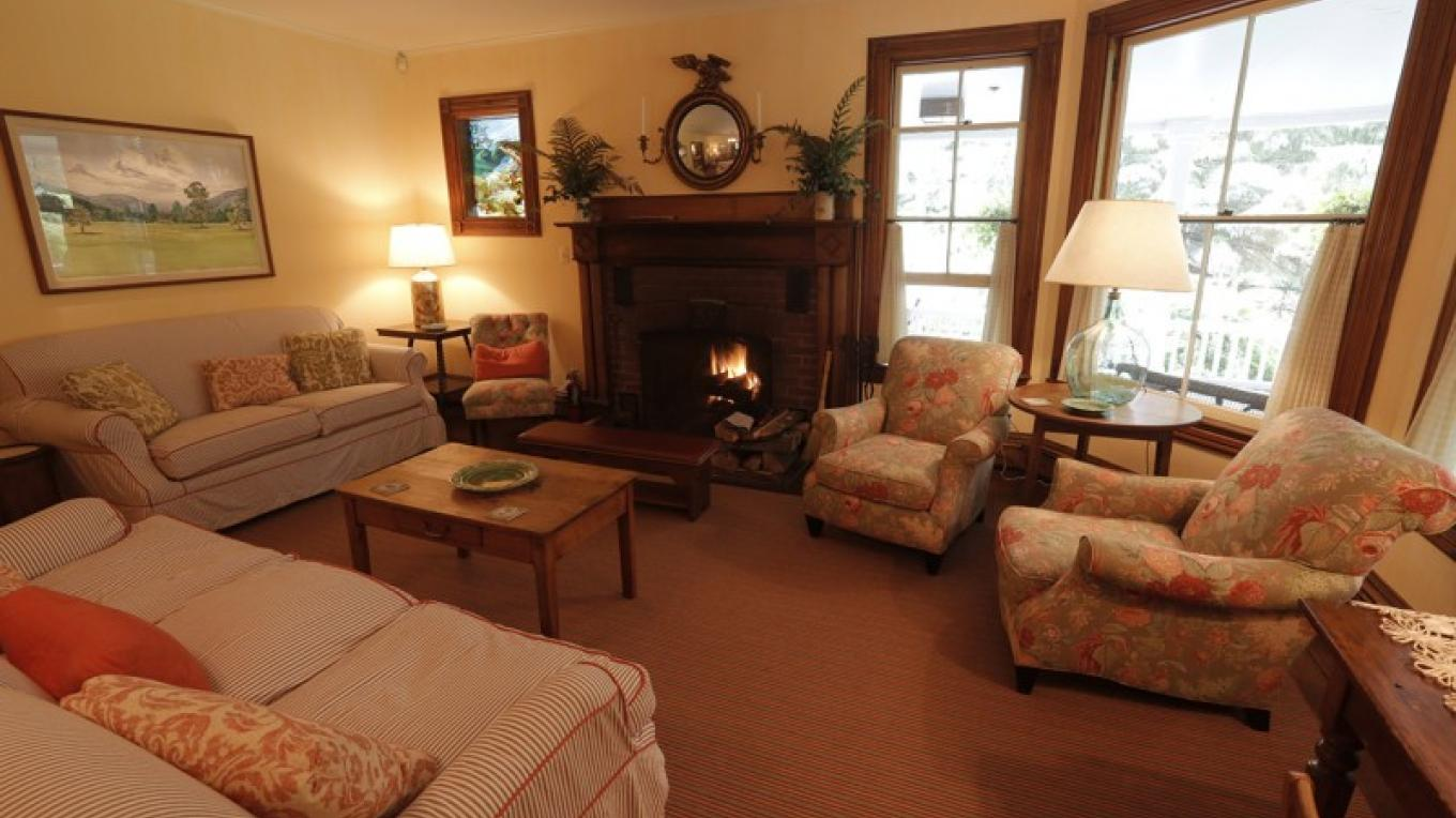 Living room with original fireplace – Walter Hodges