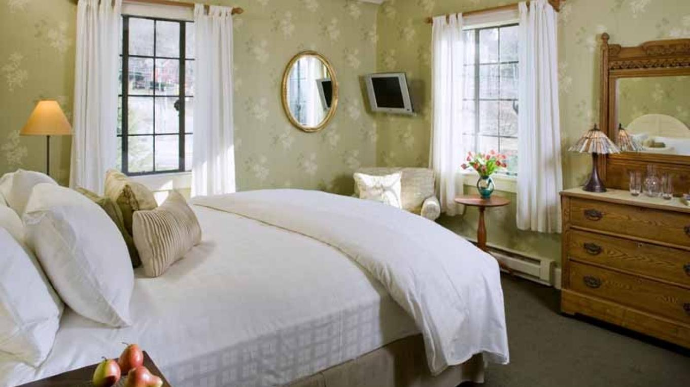 One of our beautifully appointed rooms – Jumping Rocks