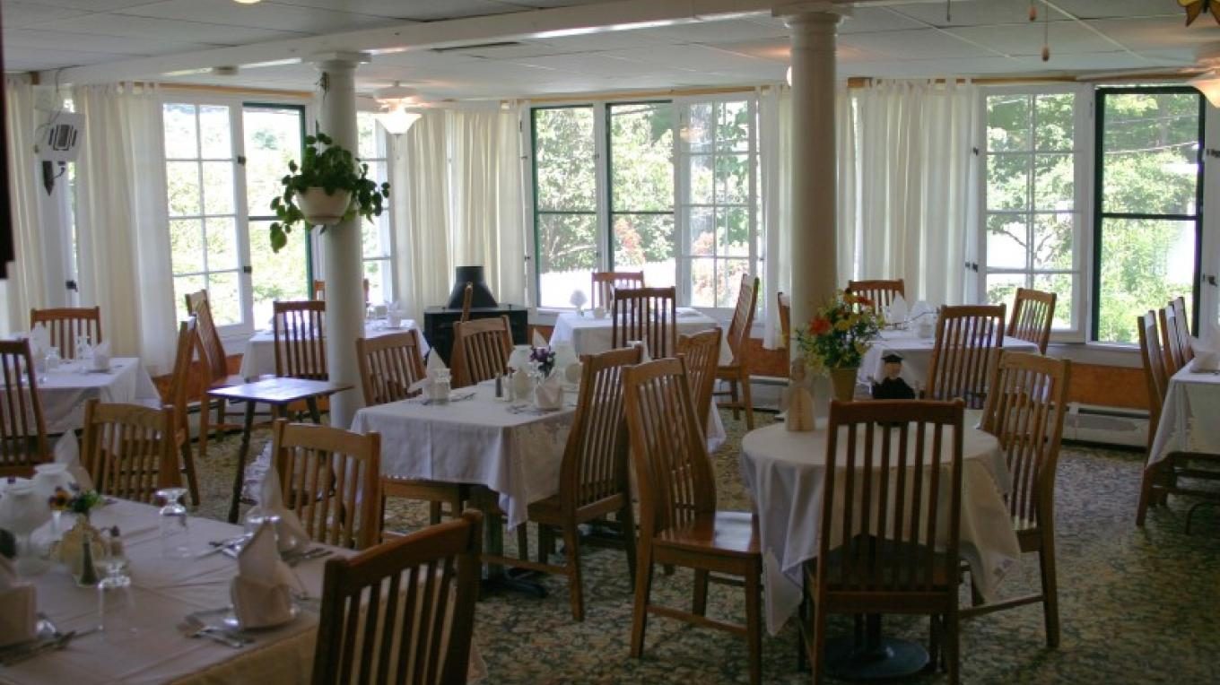 Lakeside Dining Room – Photograph by: The Restaurant at The Inn at Starlight Lake