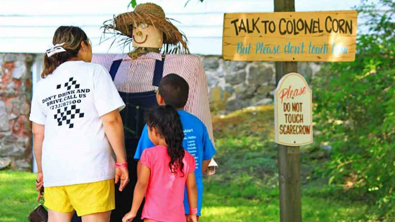 Colonel Corn Talking Scare Crow – Photograph by: Land of Make Believe