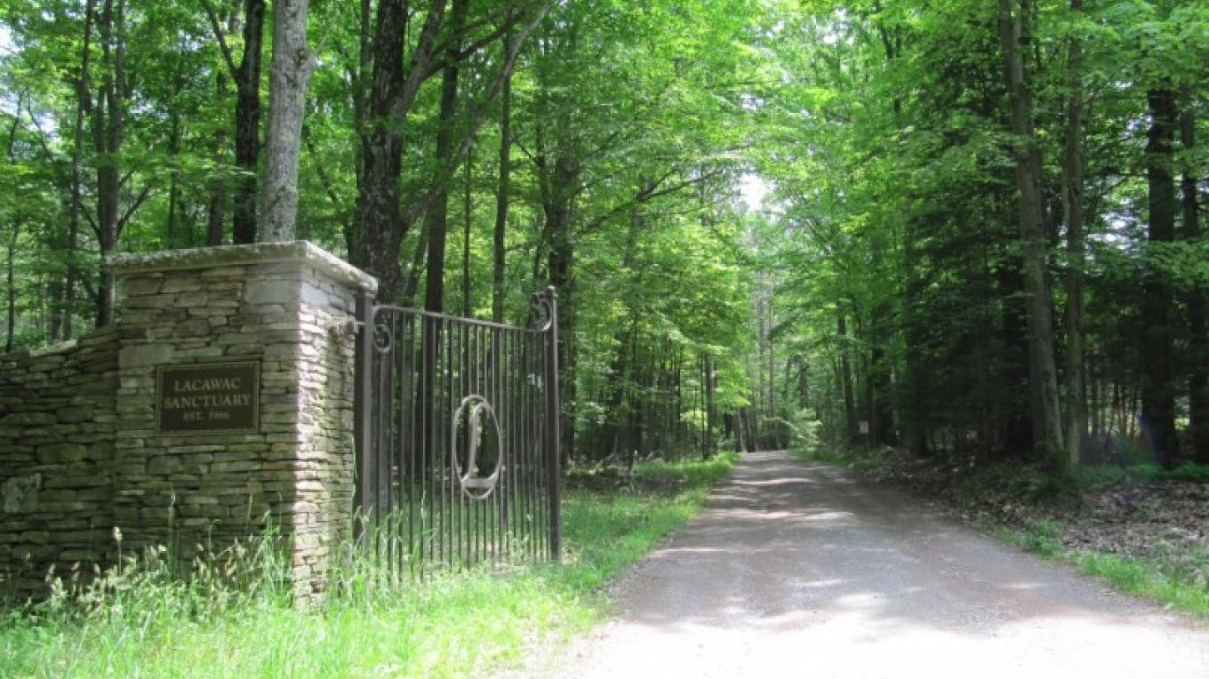 Lacawac's main entrance – Lacawac Sanctuary