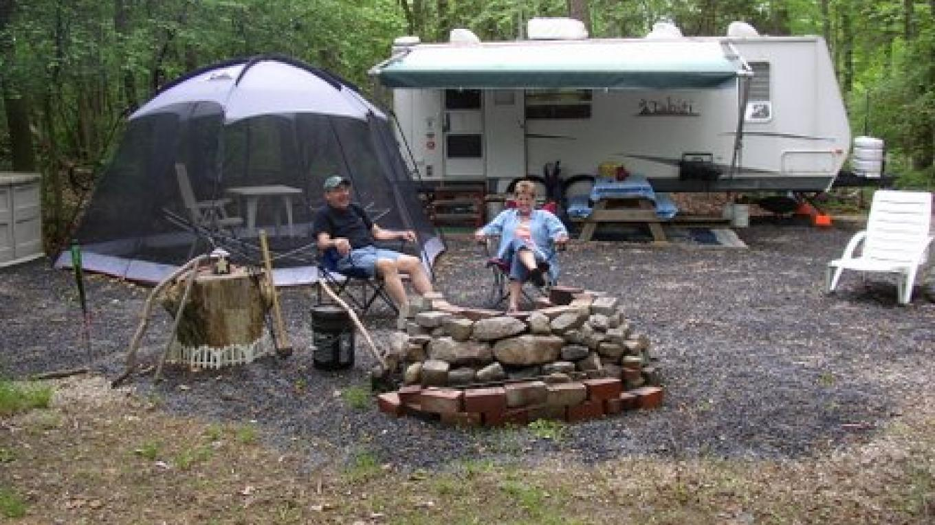 Large wooded campsites available for tents, trailers and motorhomes. – Camp Taylor Campground