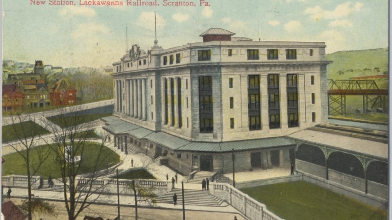 DL&W Headquarters and Station in Scranton, PA. 3/4 view. – Antique postcards believed to be at least 80 years old.