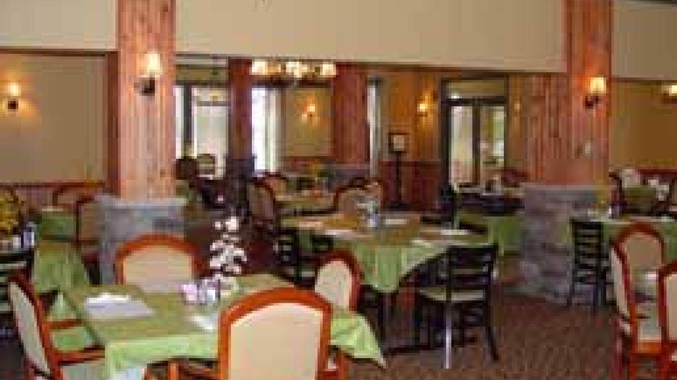 The large spacious Maple Room Restaurant offers a relaxed dining experience whether you are coming in for breakfast, lunch or dinner. – Staff