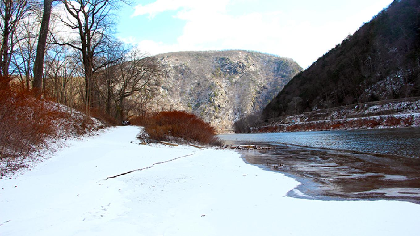 View of the Delaware Water Gap from Kittatinny Canoe Access. Please no swimming here! There are steep drop offs and swift currents which are dangerous. Please swim at one of our three designated swim beaches instead. – National Park Service