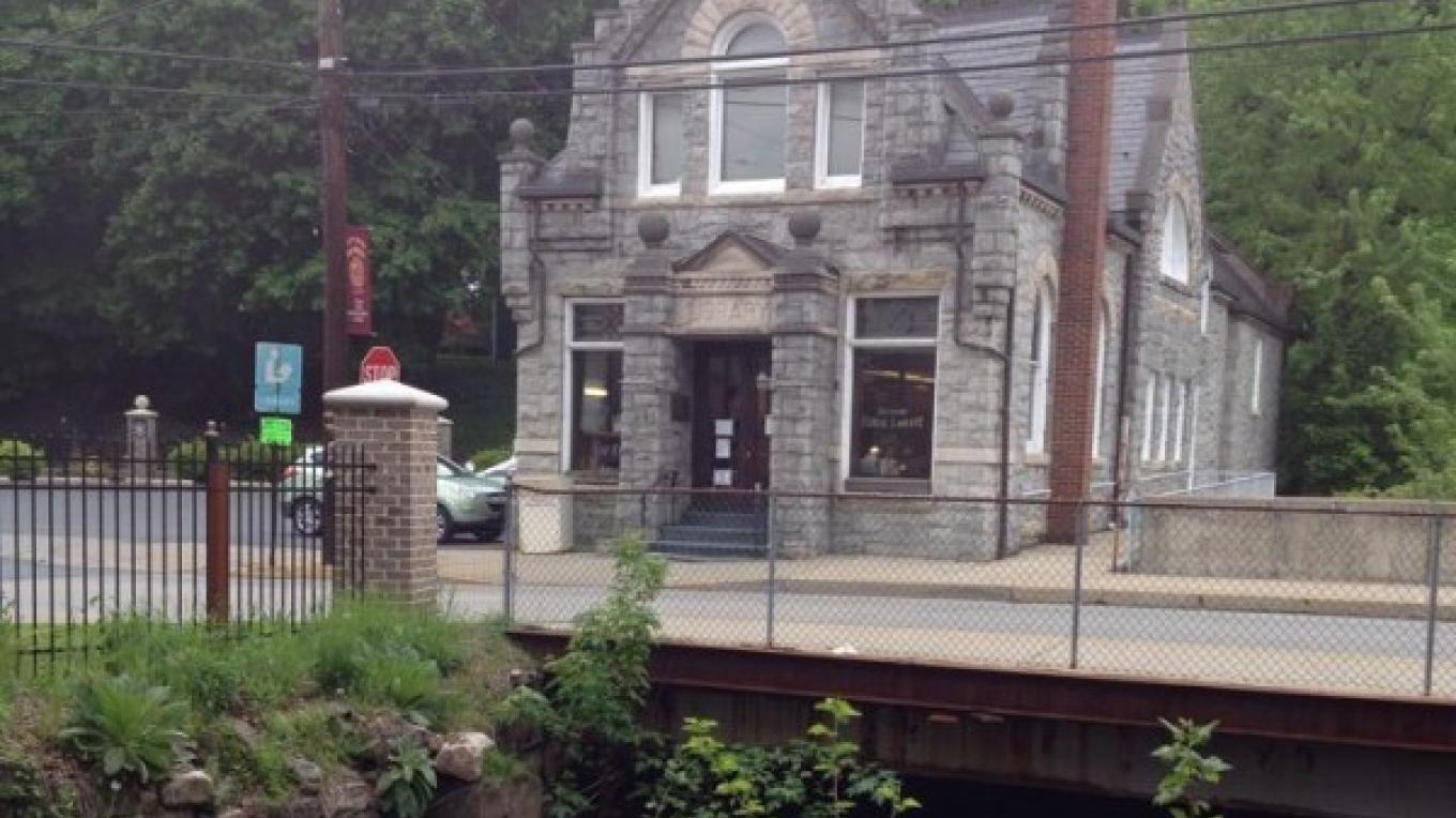 Bangor Memorial Library, formerly one of the many banks that operated in Bangor during the heyday of Slate production. At Broadway and Main Sts., Bangor. – Sharon J. Davis, Slate Belt Community Partnership