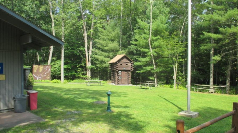 Picnic area and Kernochan Blockhouse – David Malatzky