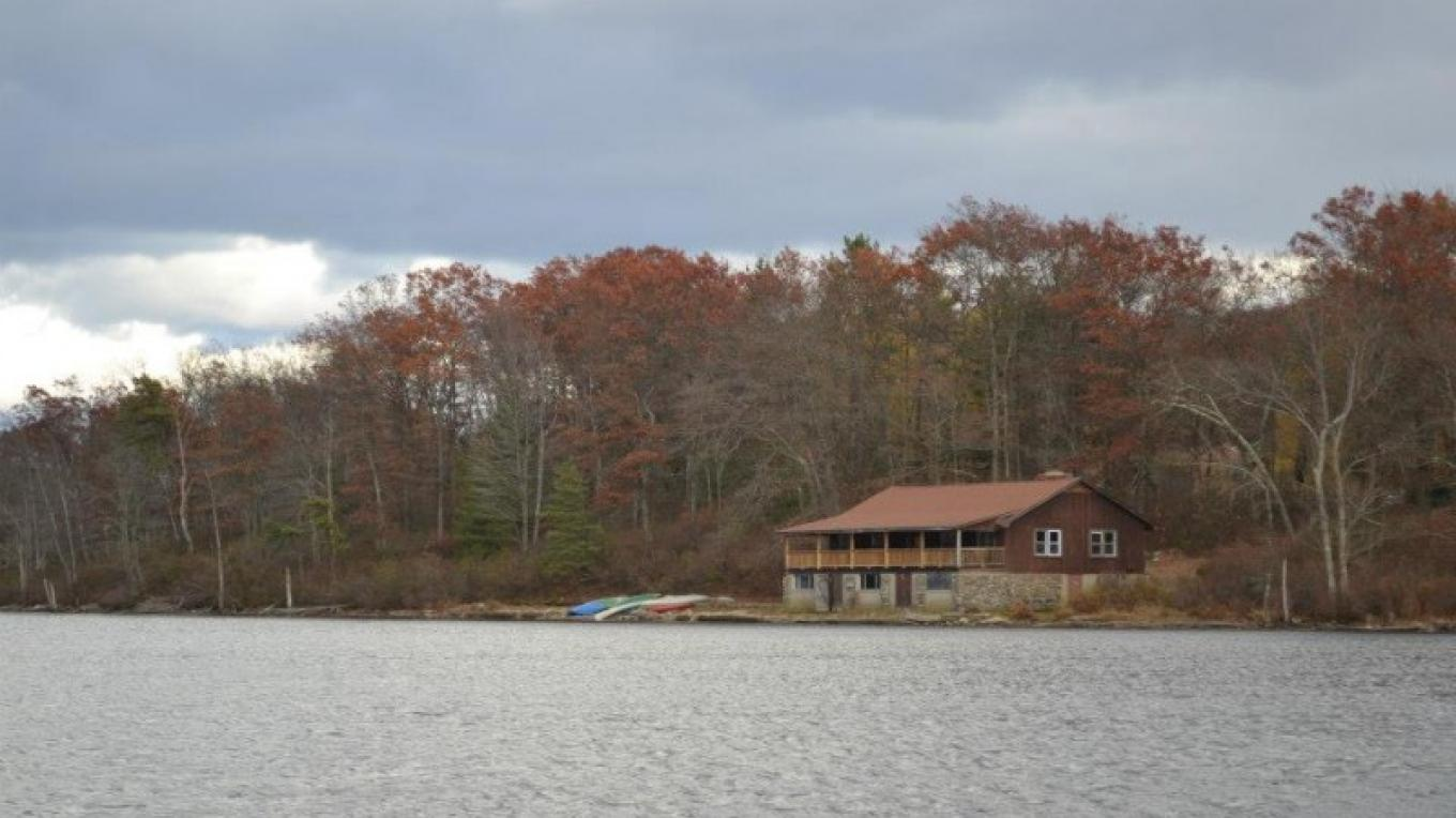 A view of the Boat House on Catfish Pond. – AMC Mohican Outdoor Center