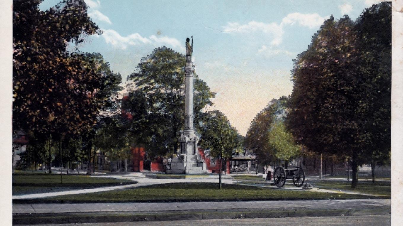 Civil War Monument donated by the estate of Diana Farnum. – Postcard