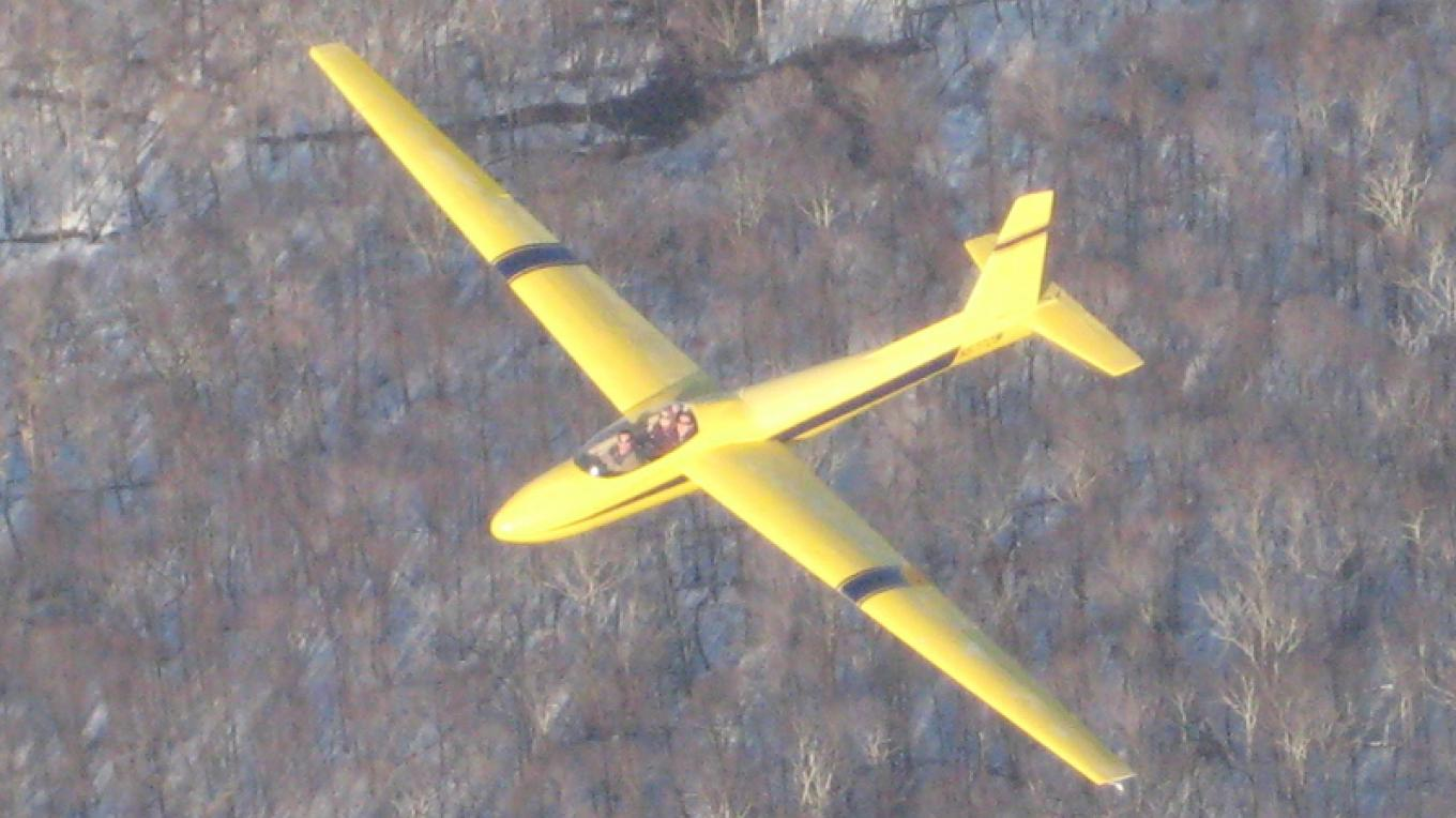 FAA certified pilot taking two people for a glider ride above the Delaware Water Gap – Jersey Ridge Soaring
