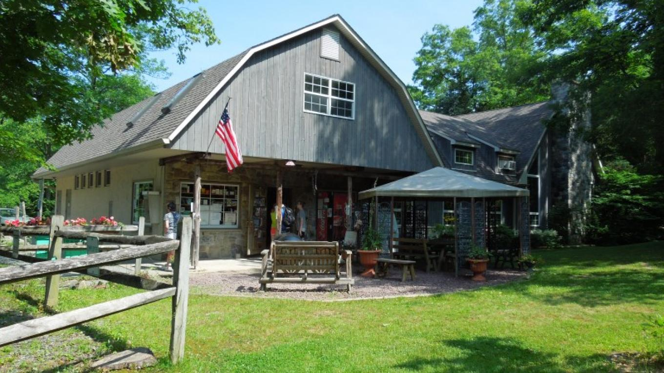 Campground store, activity lounge, gift shop and game room. – Camp Taylor Campground