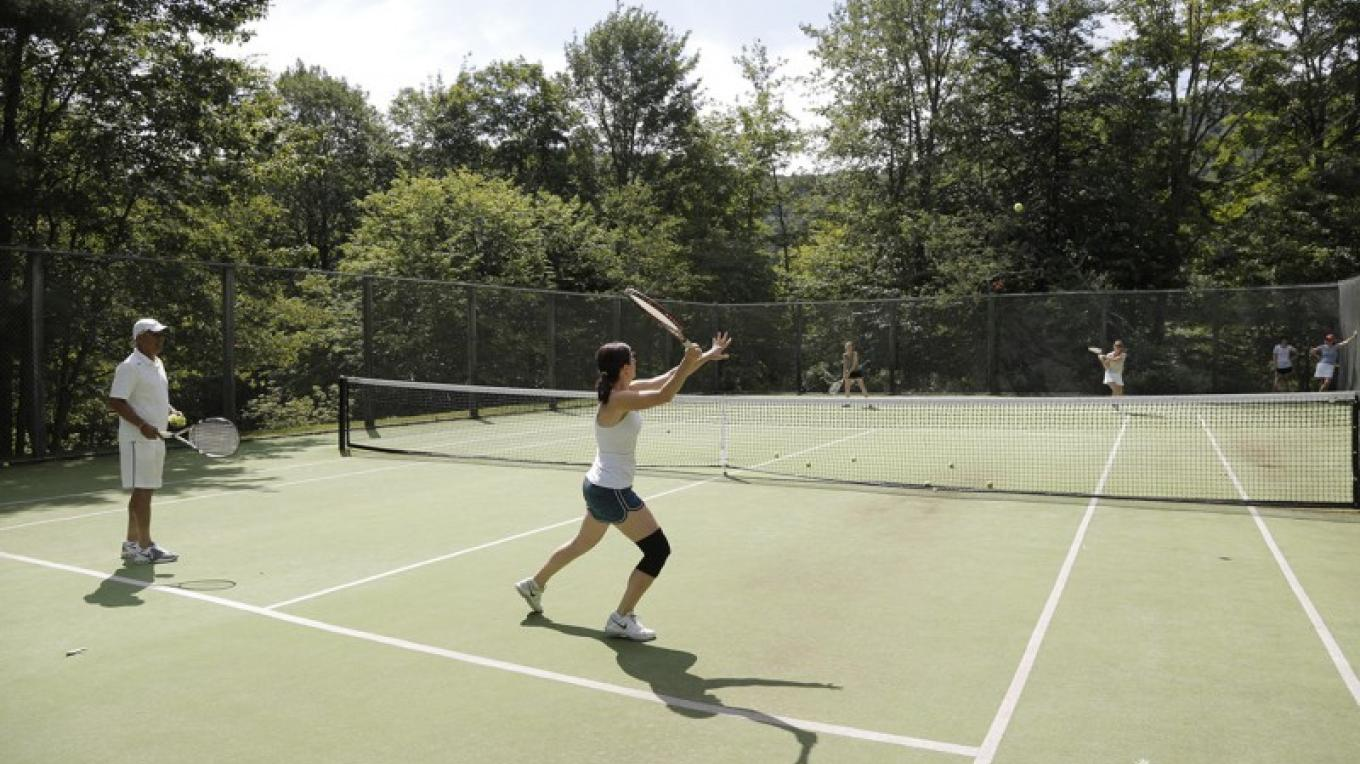 Mountain view tennis courts – Walter Hodges