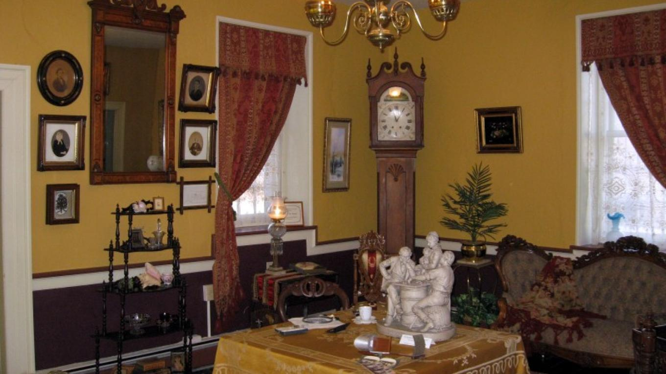 Victorian parlor – MCHA