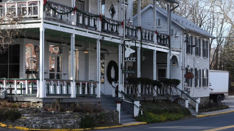 The Deerhead Inn – Rachele Cooper