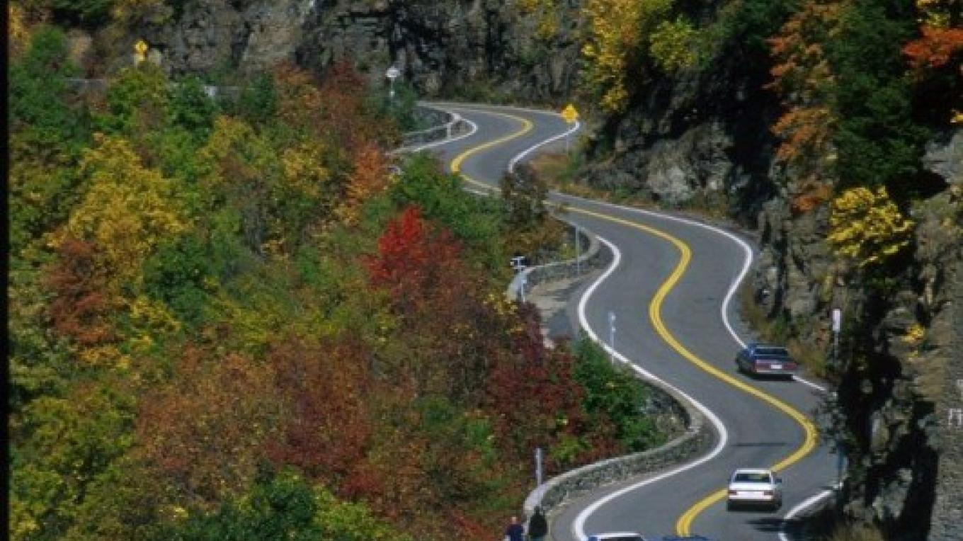 Serpentine curves of Hawk's Nest Drive located in Sparrowbush along the NYS Upper Delaware Scenic Byway – Orange County Tourism