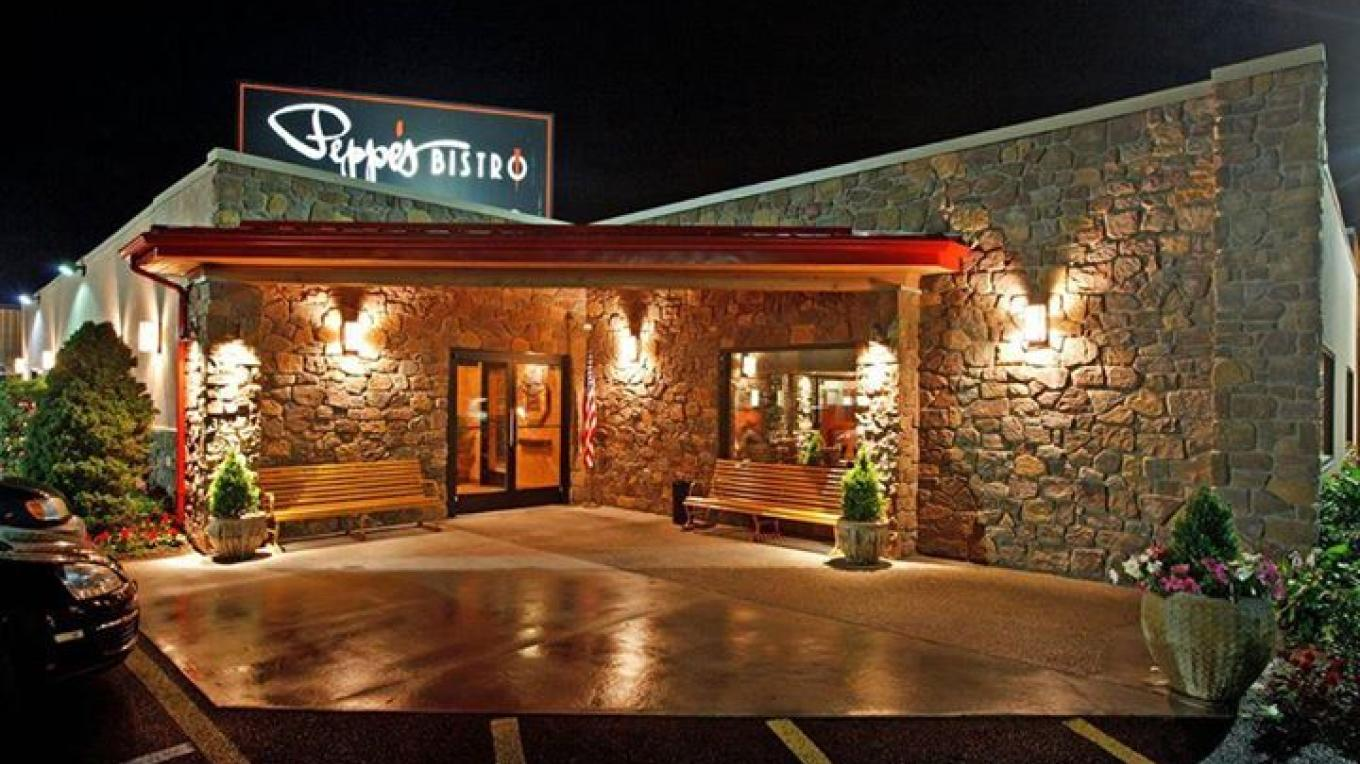 Peppe's Bistro in the Evening – Photograph by: Local Flair