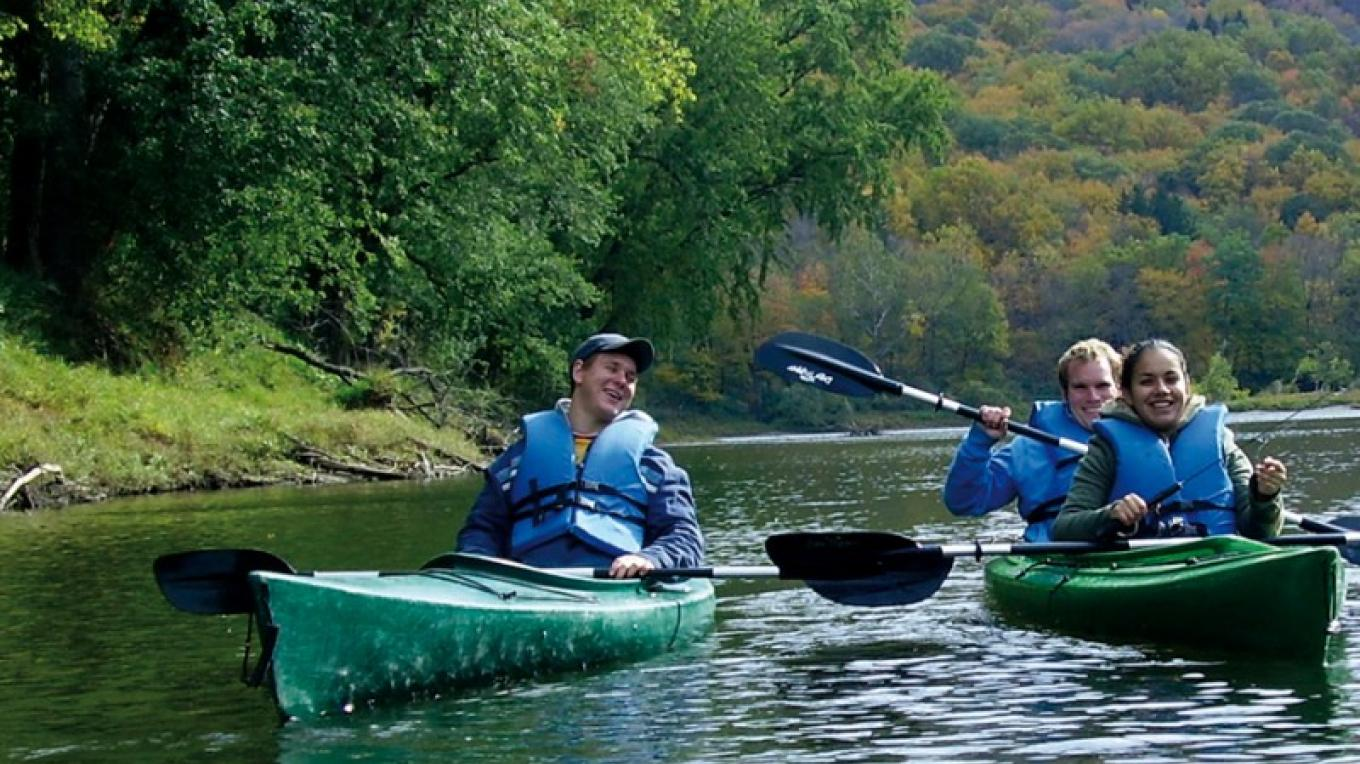 Kayaking down the Delaware River. – The Shawnee Inn and Golf Resort
