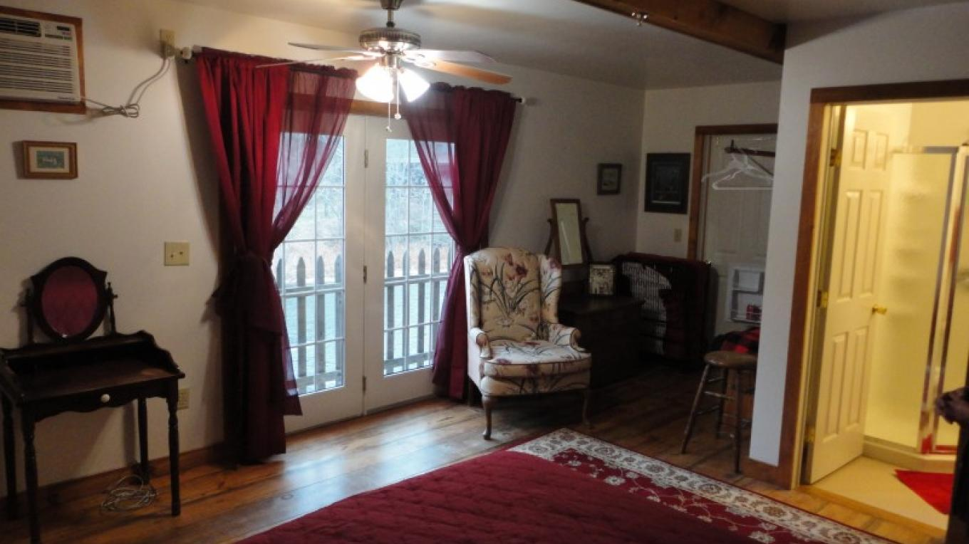 B & B Rooms Overlooking Lackawaxen River – P. A. Murphy