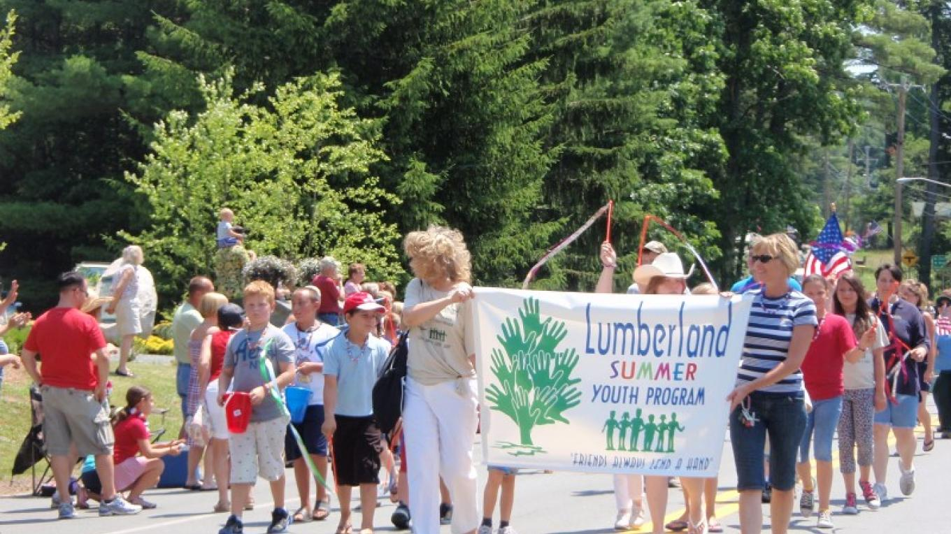 July 4th parade in the town of Lumberland – D. Davies