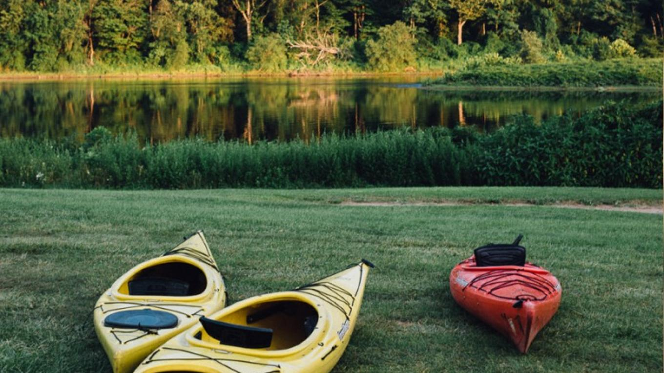 Kayaking at the river base. – The Shawnee Inn and Golf Resort