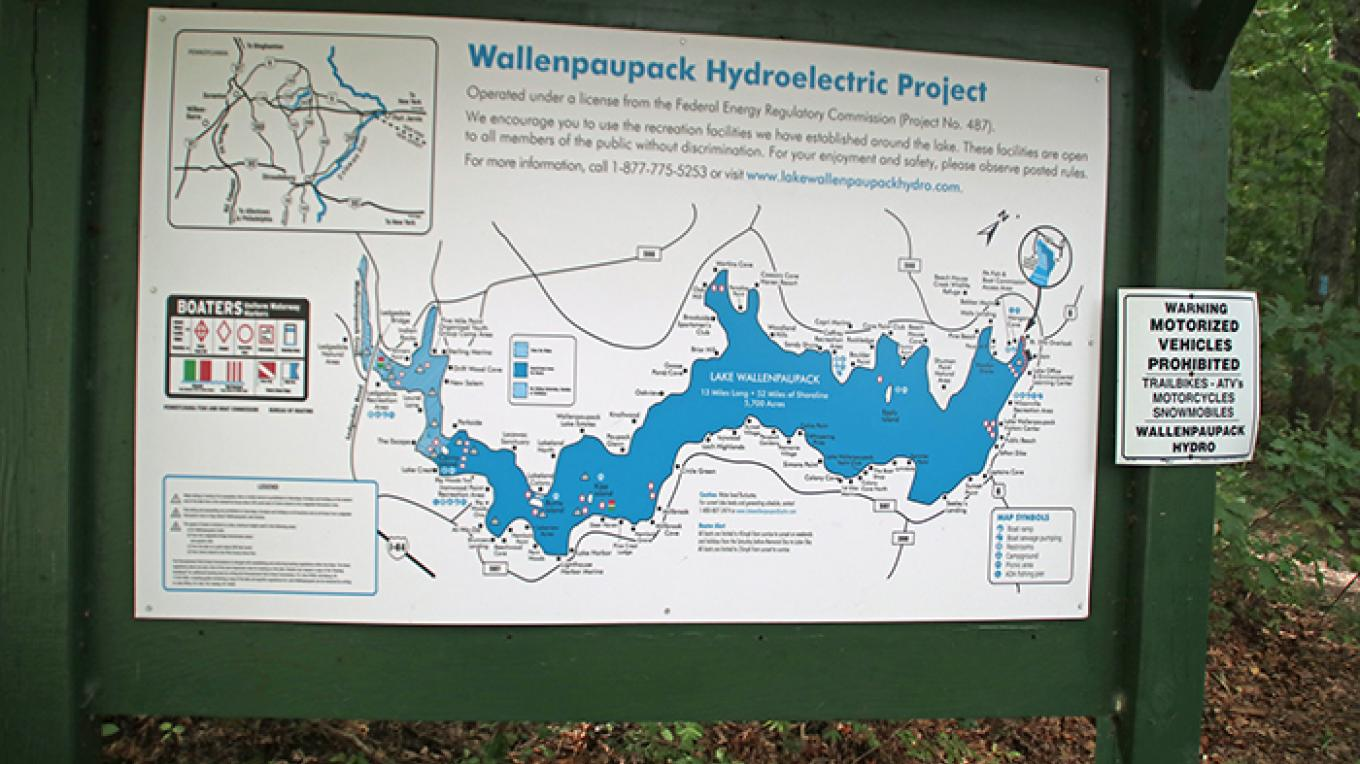 A detailed map helps hikers at Lake Wallenpaupack. – Nancy J. Hopping