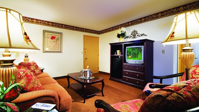 Guest Room Suite Living Area – Kevin Ferguson
