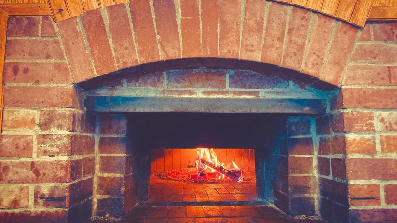 Wood Fire + Pizza = Happiness