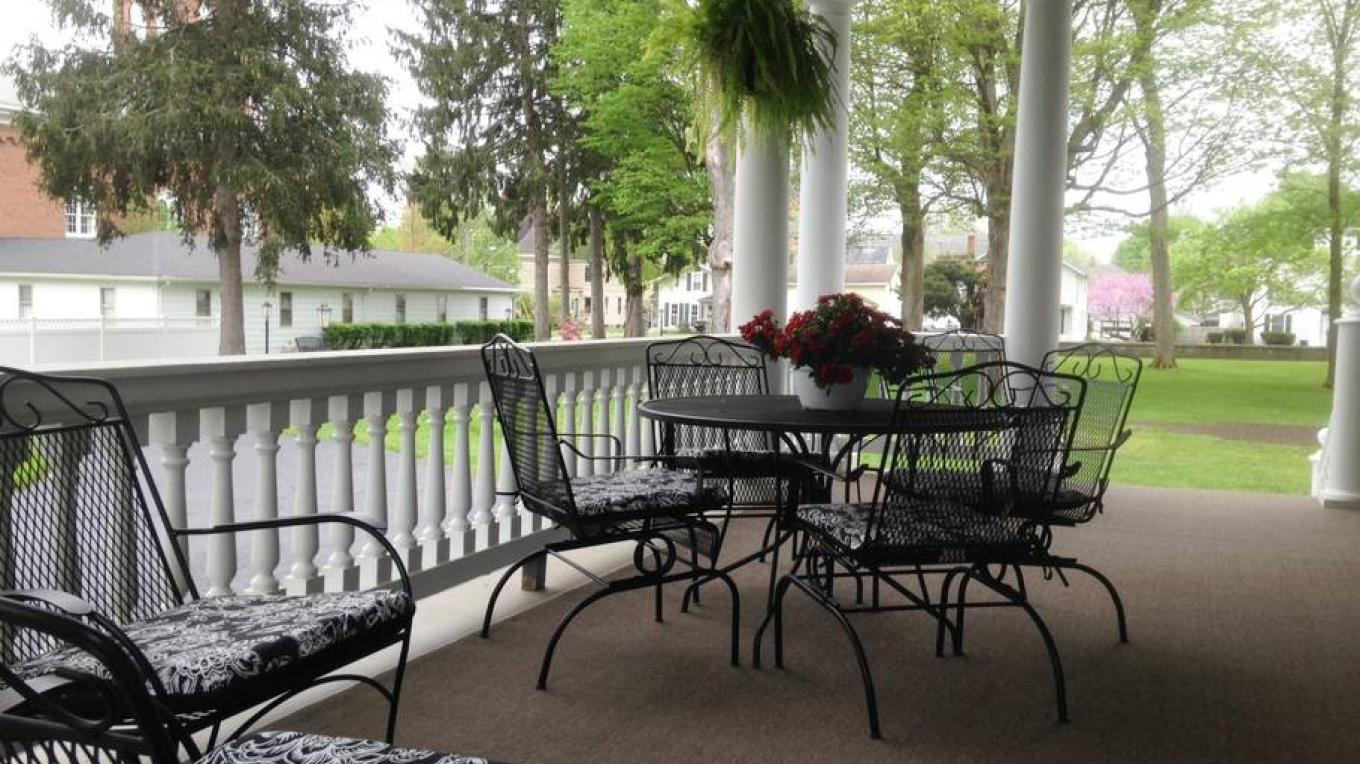 Side Porch and Outdoor Breakfast Nook