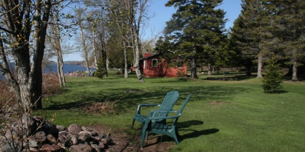 Lakeside cabins right on the shore – Dean Carpenter