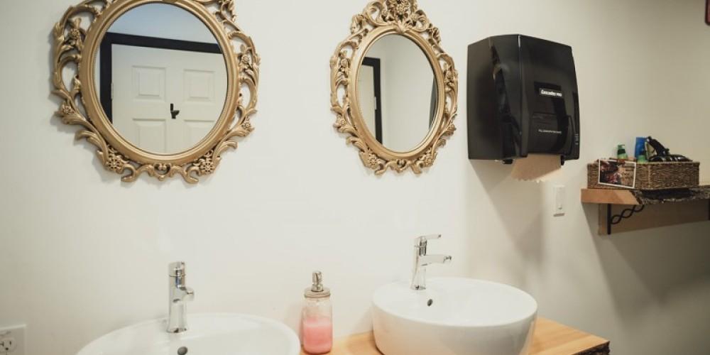 Women's Washroom – Laura Paxton