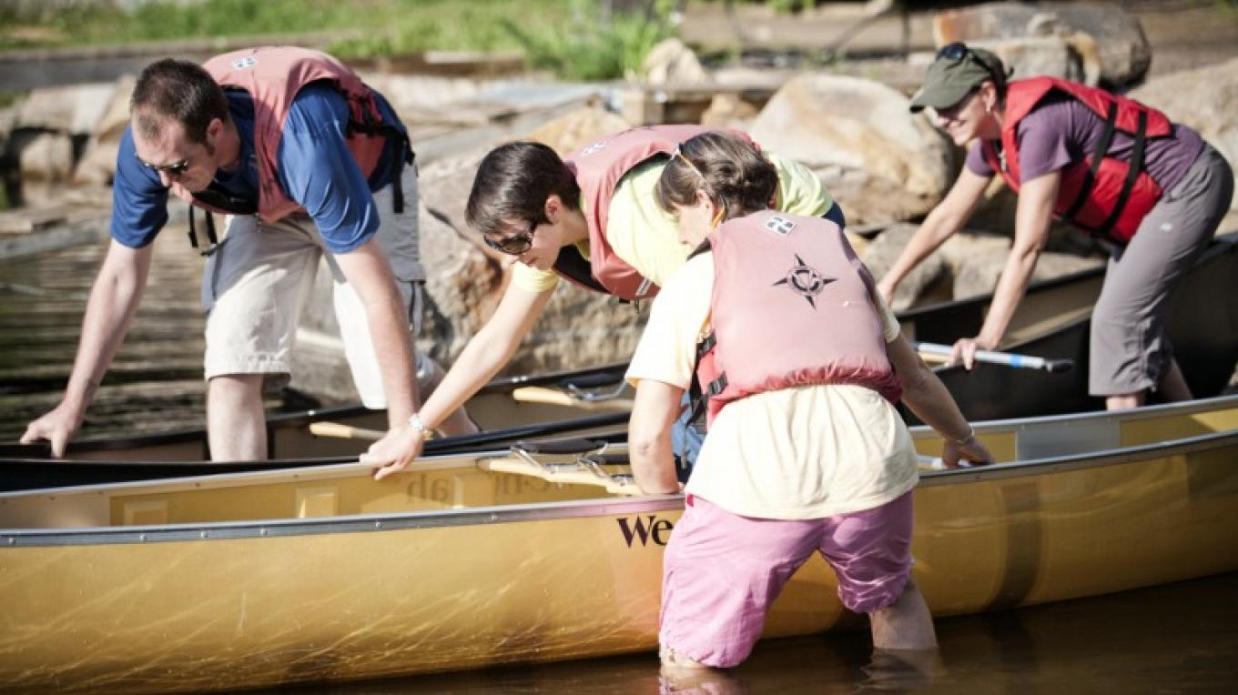 Paddlers at Voyageur Canoe Outfitters – Voyageur