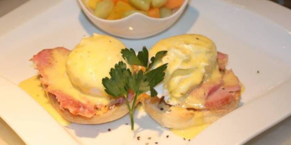 Traditional Eggs Benedict – Thyme