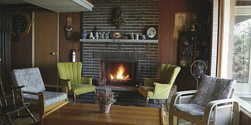 A fireplace to welcome you on those chilly nights in the guest lounge. – Eldorado B and B
