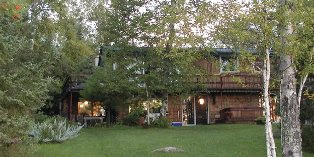 A beautiful cottage setting on the shores of Lake Superior – Eldorado Beach B and B