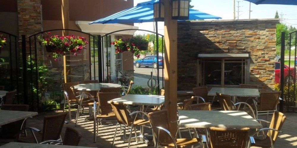 Beautiful day outside on the patio to enjoy food & drinks!