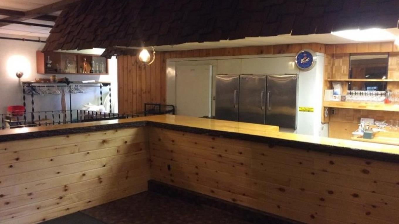 Newly Renovated Bar – Tara Warren