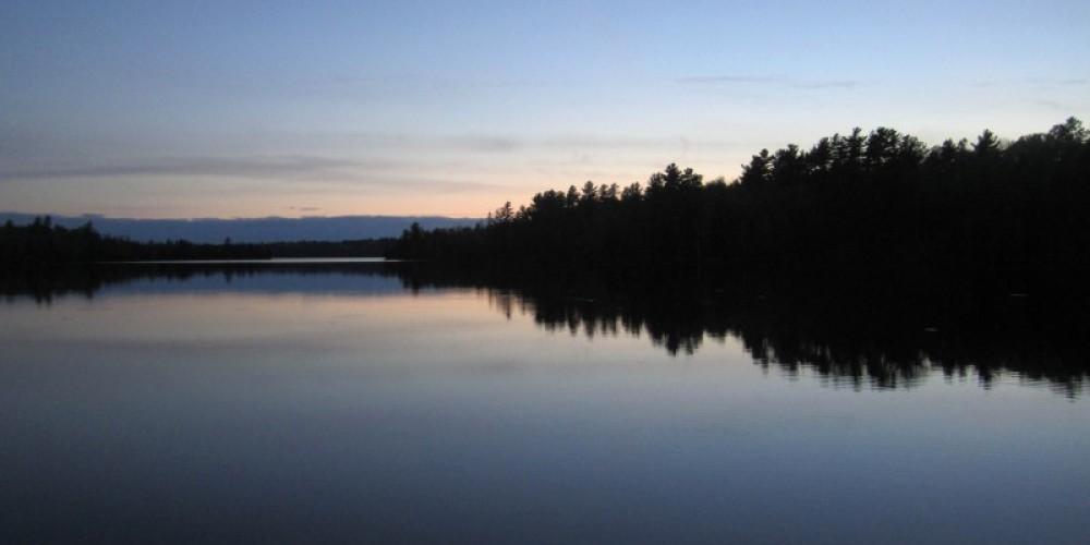 Calm night on Mitchell Lake – Northernair Loage