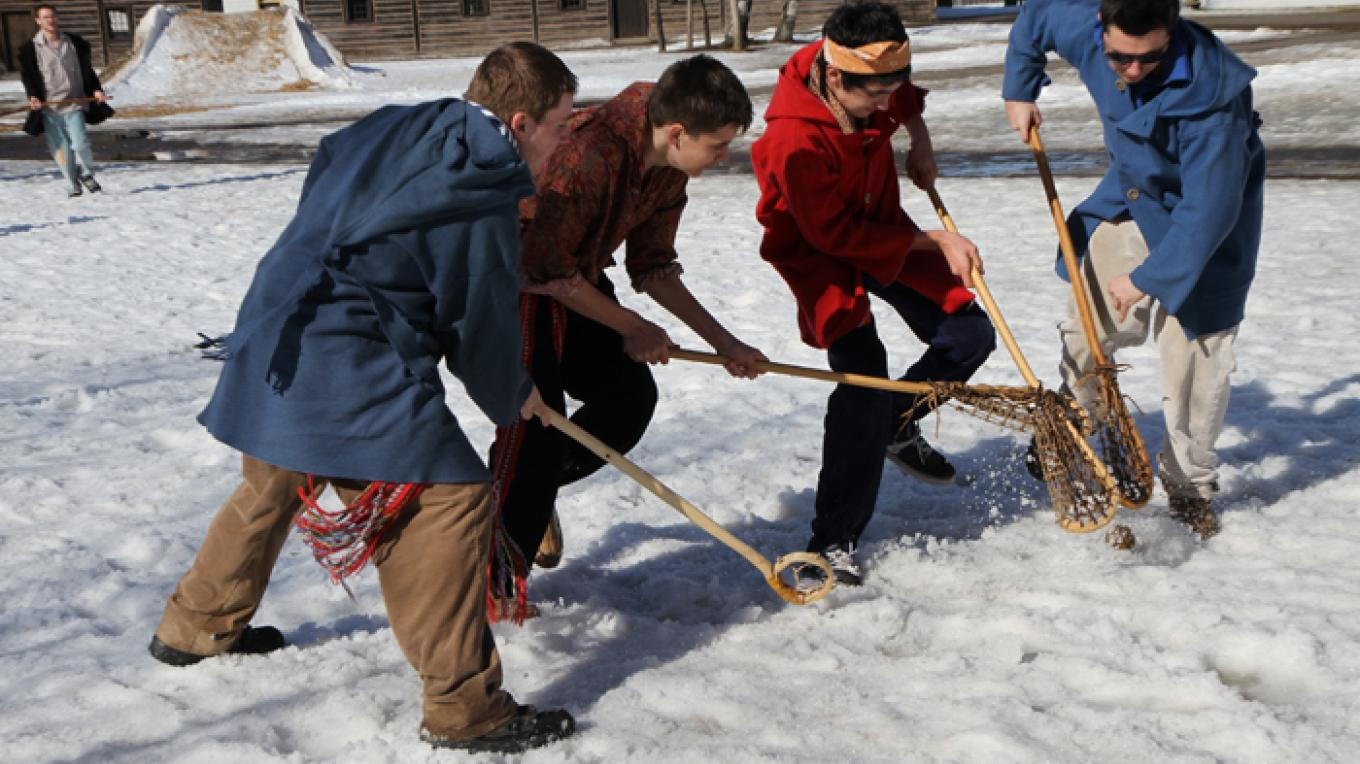 Enjoy a friendly game of shinny – Fort William Historical Park