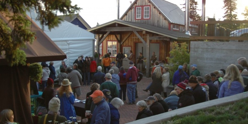 Crowds gather on campus enjoying live local music while waiting to be seated in the tent for the evening's show. – North House Folk School