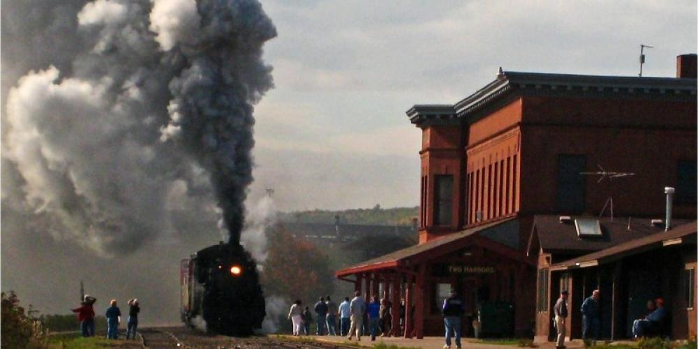 North Shore scenic Railroad steamer 2719 pulls into the D&IR Depot in Two harbors – Monica Isley